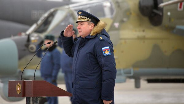 Командующий 4 армией ПВО и ВВС, генерал-лейтенант Виктор Севастьянов на торжественной церемонии передачи новых ударных вертолетов Ка-52 Аллигатор личному составу вертолетного полка ЮВО в Краснодарском крае