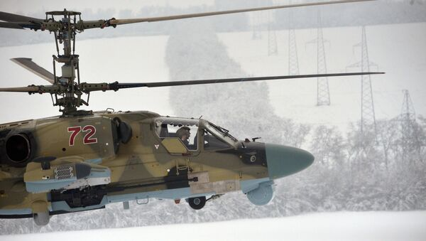 Тестовые полеты вертолета Ка-52 Аллигатор после торжественной церемонии передачи личному составу вертолетного полка ЮВО в Краснодарском крае в рамках планового переоснащения