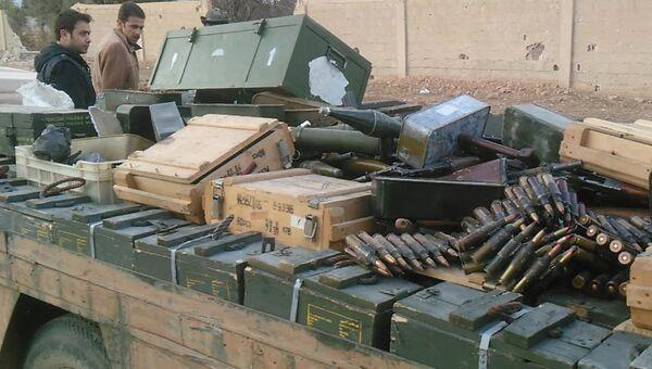 Оружие и боеприпасы, сданные боевиками правительственным сирийским войскам в городе Хан аш-Ших