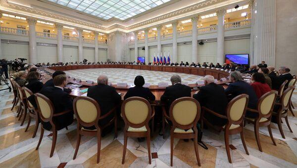 Владимир Путин проводит в Санкт-Петербурге совместное заседание Совета при президенте РФ по культуре и искусству и Совета при президенте РФ по русскому языку. 2 декабря 2016