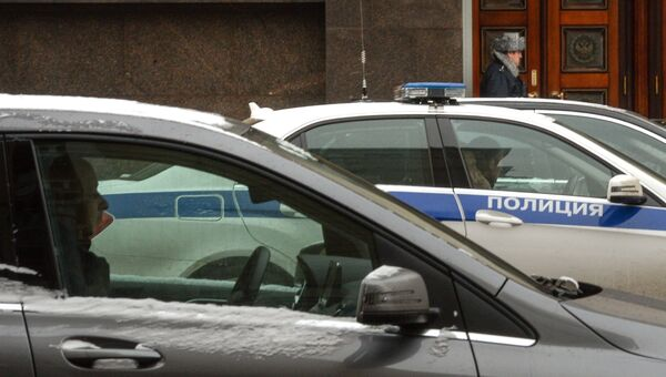 Полицейский автомобиль на одной из улиц Москвы. Архивное фото