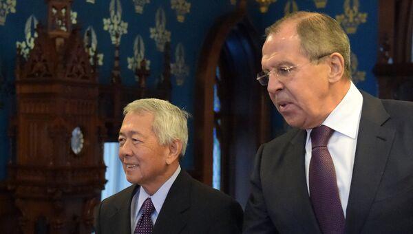 Министр иностранных дел РФ Сергей Лавров и министр иностранных дел Республики Филиппины Перфекто Ясай во время встречи в Москве. 5 декабря 2016