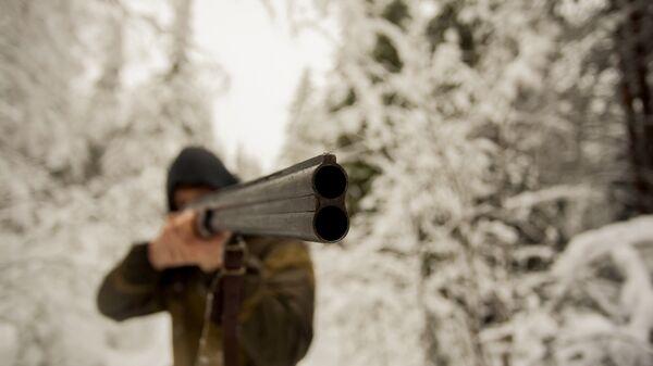 Охотник в зимнем лесу