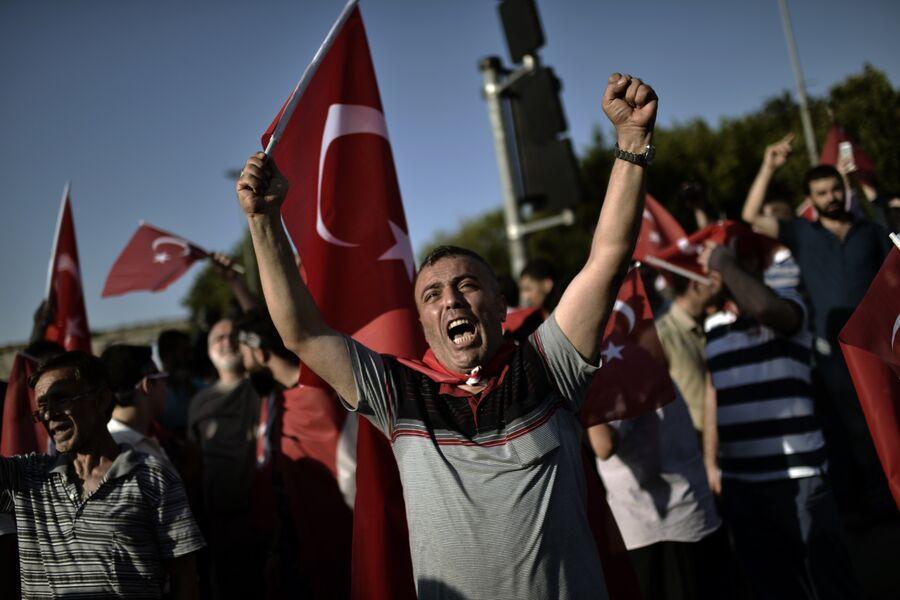 Демонстрация в Стамбуле. Июль 2016 года
