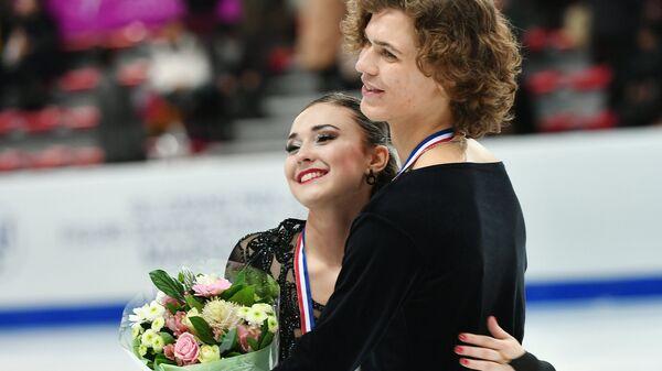 Алла Лобода и Павел Дрозд, завоевавшие серебряные медали в танцах на льду среди юниоров в финале Гран-при по фигурному катанию в Марселе