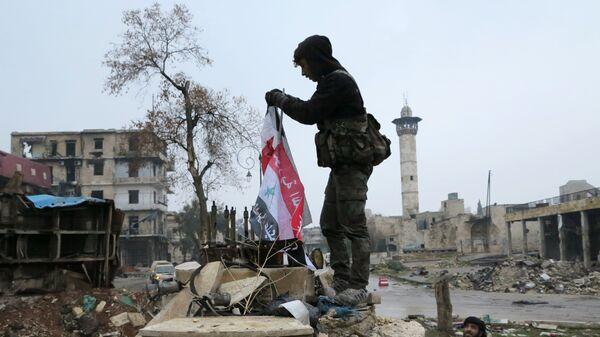Сирийские военнослужащие в освобожденном квартале восточного Алеппо