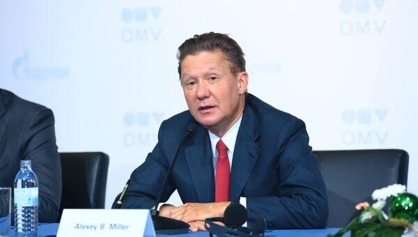 Глава Газпрома Алексей Миллер во время подписания соглашения по обмену активами с главой австрийской OMV Райнер Зееле в Вене