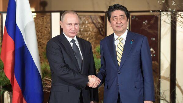 Президент РФ Владимир Путин во время встречи с премьер-министром Японии Синдзо Абэ в Нагато, Япония. 15 декабря 2016. Архивное фото