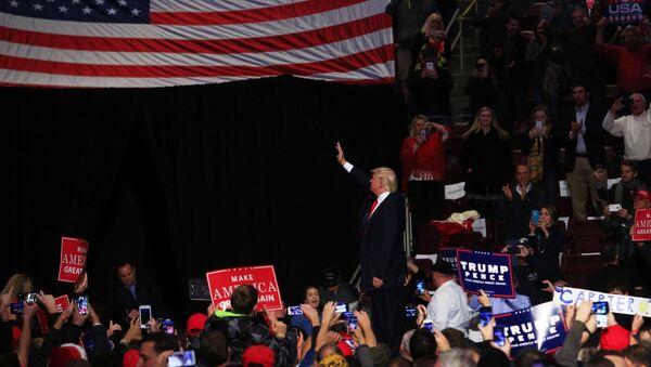 Избранный президент США Дональд Трамп на встрече с избирателями. Архивное фото