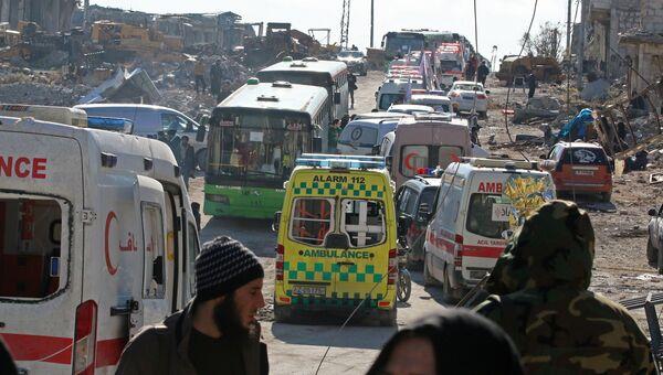 Автобусы и машины скорой помощи для эвакуации боевиков и мирных жителей восточного Алеппо