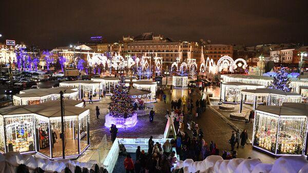 Фестиваль Путешествие в Рождество на площади Революции в Москве. Архивное фото