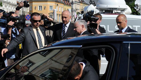 Ярослав Качиньский (в центре). Архивное фото