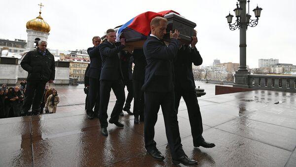 Траурная процессия у храма Христа Спасителя, где состоится отпевание посла РФ в Турции Андрея Карлова