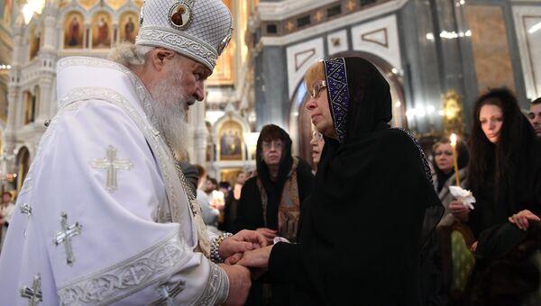 Патриарх Московский и всея Руси Кирилл и Марина Карлова во время отпевания российского дипломата в храме Христа Спасителя