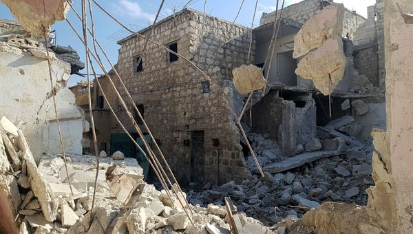 Разрушенные здания в освобожденном квартале восточного Алеппо в Сирии