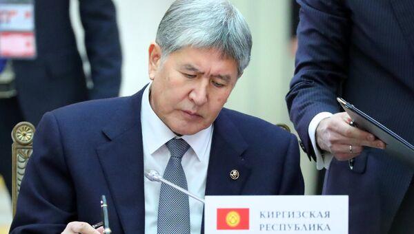 Президент Киргизии Алмазбек Атамбаев на церемонии подписания документов по результатам заседания Высшего Евразийского экономического совета. 26 декабря 2016