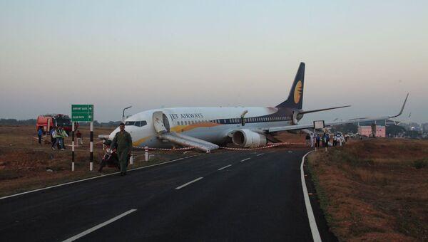 Самолет Jet Airways выкатился за пределы взлетно-посадочной полосы до взлета в аэропорту в Гоа