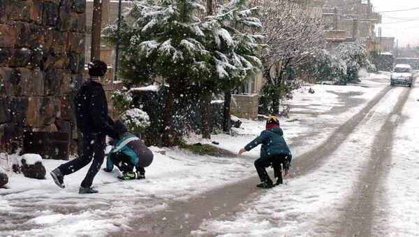 Снег в провинции Эс–Сувейда. Эль- Канауат, Сирия. 27 декабря 2016