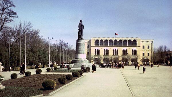 Здание обкома КПСС в Грозном, Чечено-Ингушская АССР, 1969 год