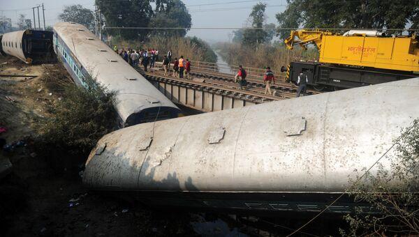Место крушения поезда в индийском штате Уттар-Прадеш. 28 декабря 2016