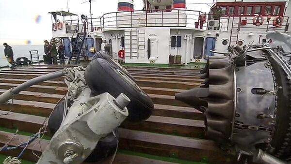 Фрагменты потерпевшего крушения самолета Ту-154