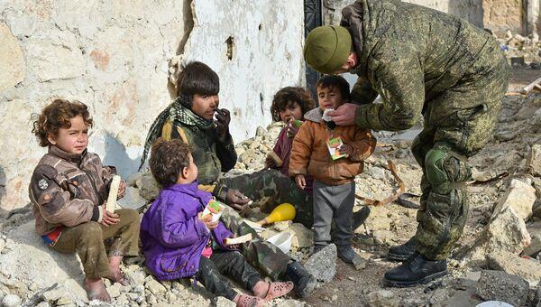 Работа инженеров Международного противоминного центра Вооруженных Сил России, Алеппо. Архивное фото