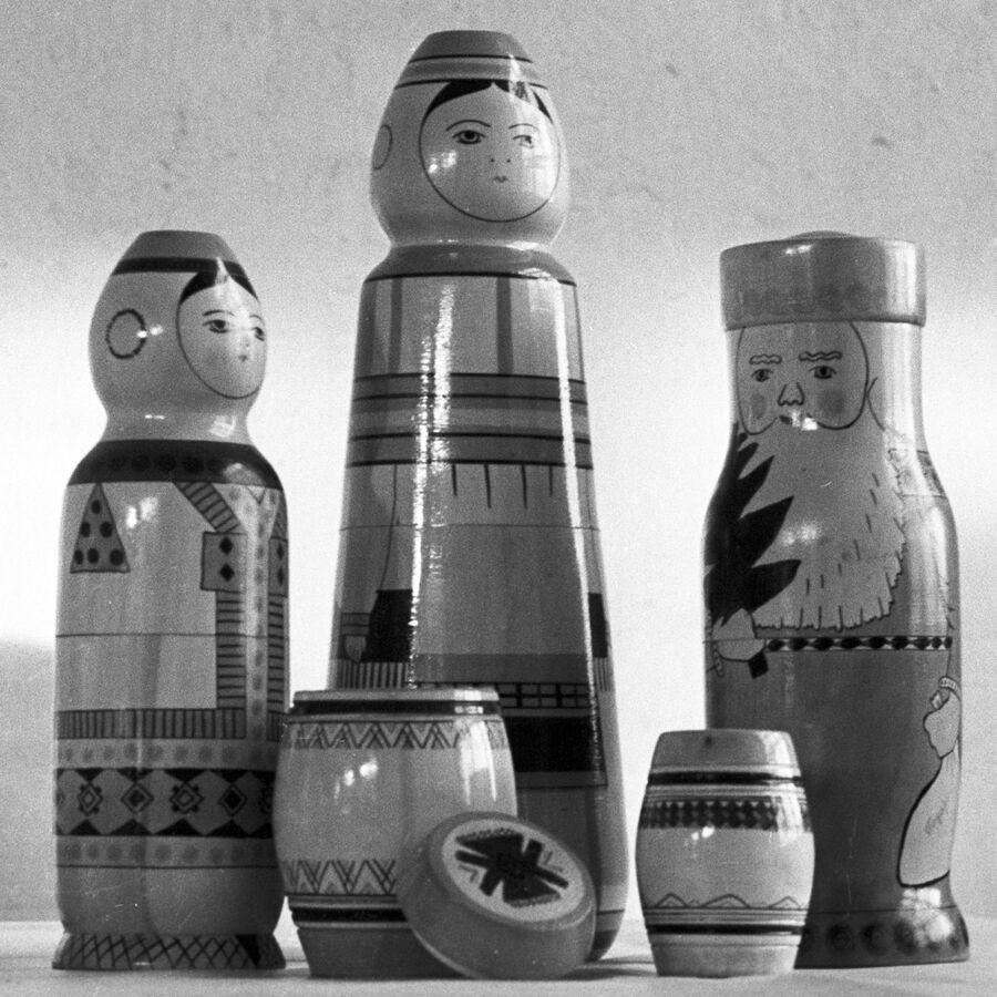 Матрешки-сувениры, выпускаемые Мельцанским промкомбинатом