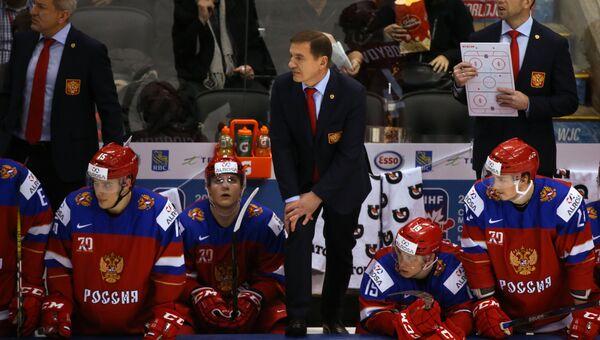 Главный тренер сборной России Валерий Брагин (в центре) и молодежная сборная России