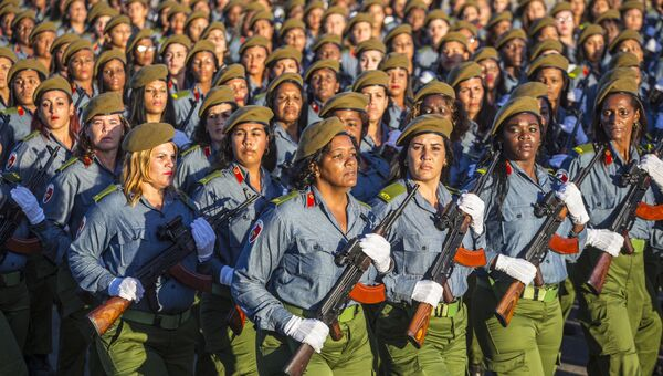 Военный парад, посвященный победе революционных сил Кубы, прошел в столице острова Гаване