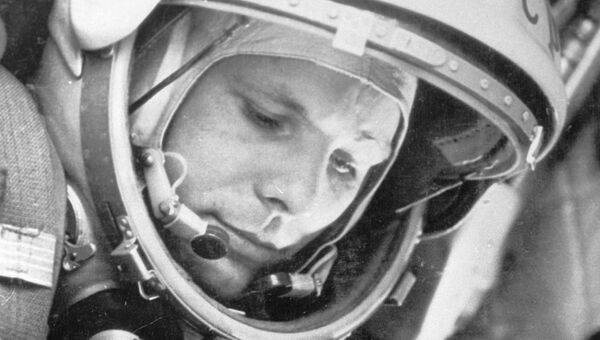 Юрий Гагарин в кабине космического корабля Восток-1