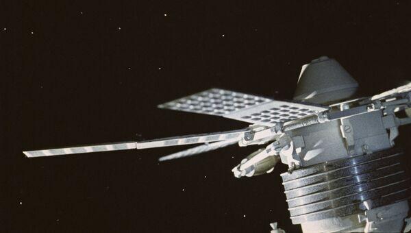 Советский спутник связи Молния-1. Кадр из кинофильма Космический мост