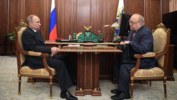 Президент РФ Владимир Путин и ректор МГУ Виктор Садовничий во время встречи в Кремле. 10 января 2017