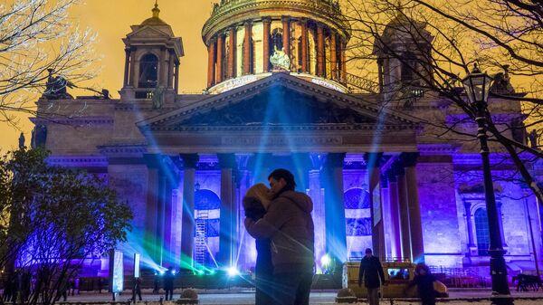 Мультимедийное 3D-маппинг шоу Фестиваль Света 2016 на фасаде Исаакиевского собора в Санкт-Петербурге