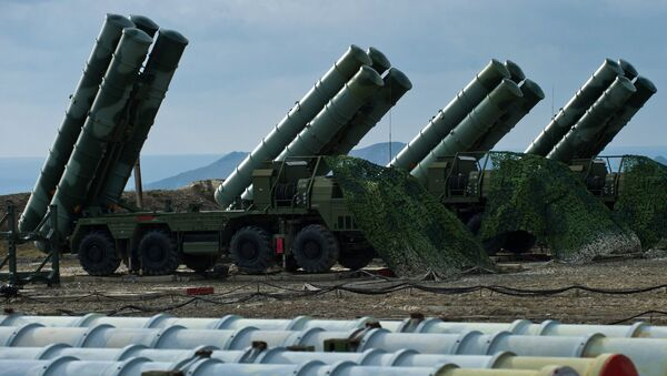Зенитный ракетный комплекс С-400 Триумф полка противовоздушной обороны в Феодосии. Архивное фото