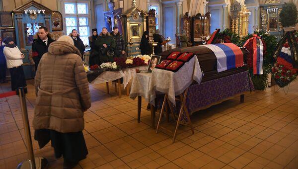 Прощание с погибшими при крушении самолета Ту-154. Архивное фото