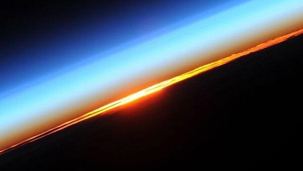 Рассвет на орбите снятый космонавтом Роскосмоса Олегом Новицким