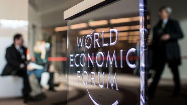 Логотип Всемирного экономического форума в Давосе. Архивное фото