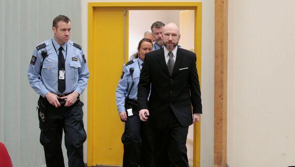 Андерс Брейвик на заседании апелляционного суда в тюрьме Шиен. 18 января 2017