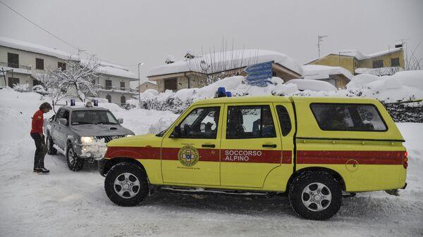 Сотрудники экстренных служб в Италии. Архивное фото
