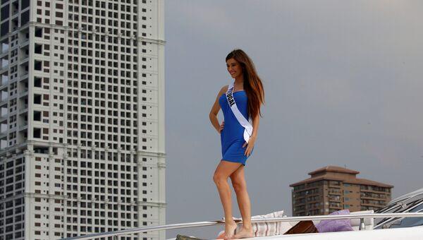 Участница конкурса Мисс Вселенная из Португалии Флавия Брито на борту яхты Счастливая жизнь во время путешествия на пляжный курорт в Маниле, Филиппины