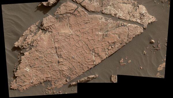 Потрескавшаяся глина, найденная марсоходом Curiosity