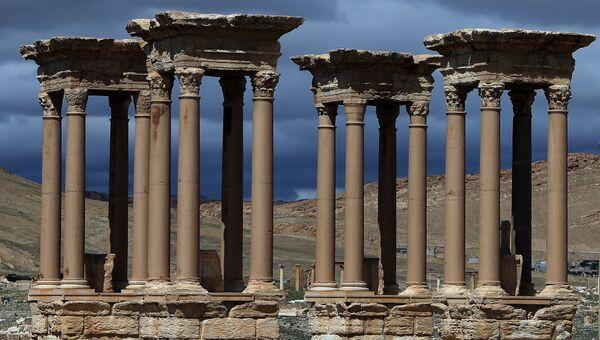 Античный тетрапилон в Пальмире, Сирия. Архивное фото