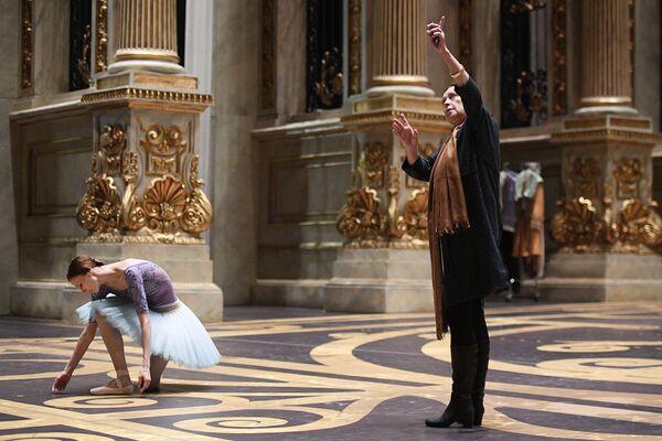 Народная артистка России, балерина Светлана Захарова во время репетиции