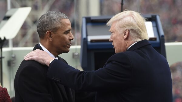 Барак Обама пожимает руку избранному президенту США Дональду Трампу. 20 января 2017