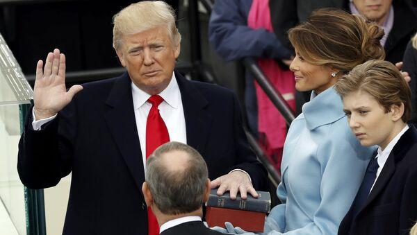 Президент США Дональд Трамп во время принятия присяги. 20 января 2017