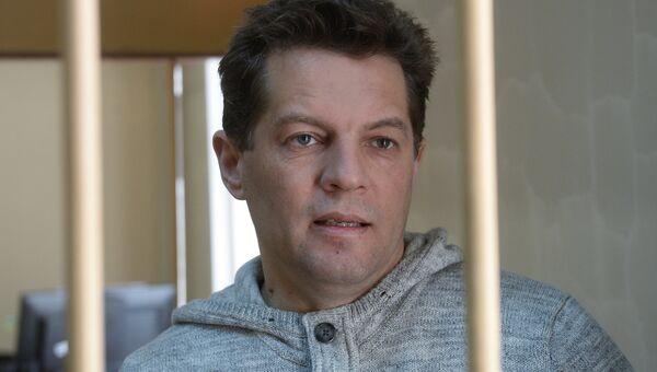 Задержанный в России по обвинению в шпионаже гражданин Украины Роман Сущенко в здании Лефортовского суда города Москвы, где рассматривается ходатайство следствия о продлении ему ареста. Архивное фото