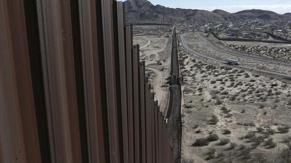 Пограничное ограждение Мексика-США. Архивное фото