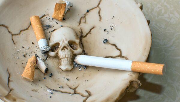 Сигареты в пепельнице. Архивное фото