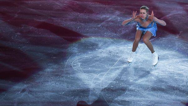 Анна Погорилая во время показательных выступлений на чемпионате Европы по фигурному катанию в Остраве