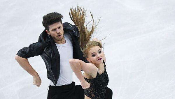 Александра Степанова и Иван Букин выступают в короткой программе танцев на льду на чемпионате Европы по фигурному катанию в Остраве